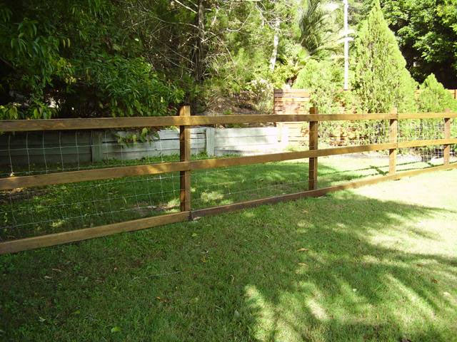 Hardwood Timber 3 Rails with Dog Wire