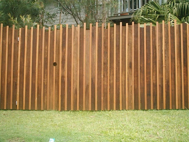 Vertical Hardwood Paling Fence with Balau Inserts